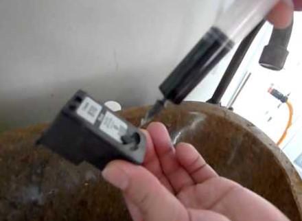 Bersihkan Tinta di Dalam Cartridge untuk mengatasi hasil print bergaris